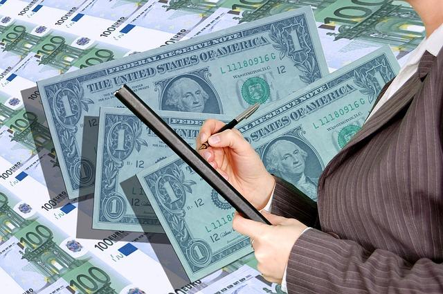 Bankovní půjčky a úvěry jsou charakteristické výhodnými úrokovými sazbami